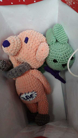 Отдается в дар «Вязанные игрушки Мишка и зайчик»