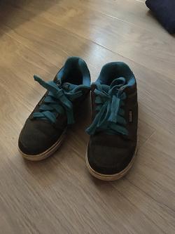 Отдается в дар «кроссовки»