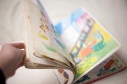 Отдается в дар «Английский словарь для детей с картинками»