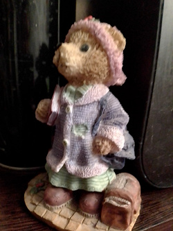 Отдается в дар «статуэтка с медвежонком»