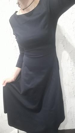 Отдается в дар «Новое платье 40-42»