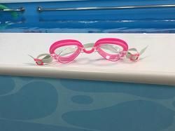 Отдается в дар «Очки для плавания новые»