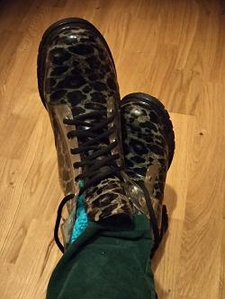 Отдается в дар «резиновые новые ботинки 37»