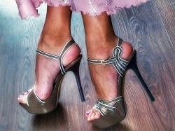 Отдается в дар «Босоножки на высоком каблуке, 38 размер»