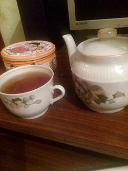 Отдается в дар «Заварочный чайник и чашки завода «пролетарий»»