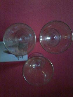 Отдается в дар «Рюмки 3 шт. желтого стекла»