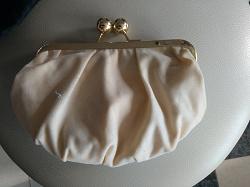 Отдается в дар «Бежевая маленькая сумочка»