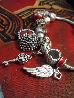 Отдается в дар «Шармы Сердце и Крыло Sunlight»