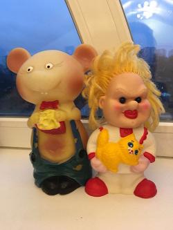 Отдается в дар «Резиновая игрушка-мышка с сыром.»