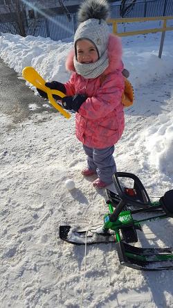 Отдается в дар «Снеголепка, паски, кукла, игрушки»