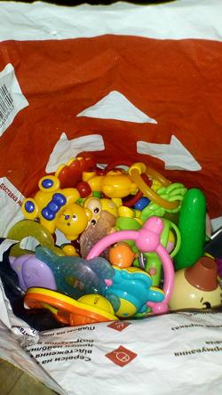 Отдается в дар «Пакет детских погремушек и грызунков»