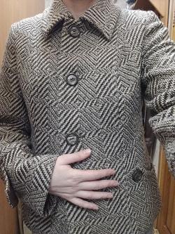 Отдается в дар «Жакет-пиджак 48р (фото по стрелке)»