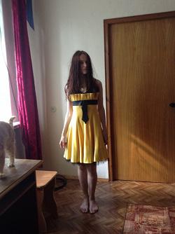 Отдается в дар «Платье жёлтое нарядное р.44 (на выпускной)»