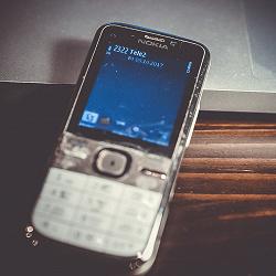 Отдается в дар «Два Б/У телефона: мобильный телефон nokia c5 и простой телефон samsung»
