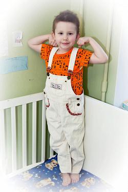 Отдается в дар «Вельветовые брюки и вельветовый комбинезон для мальчика 4-5 лет»