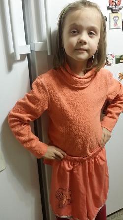 Отдается в дар «Шорты трикотажные на девочку 8-10 лет.»