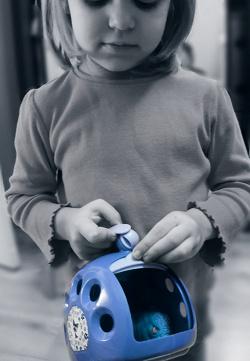 Отдается в дар «игрушечная переноска»