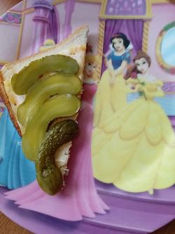 Отдается в дар «Тарелка с принцессами»
