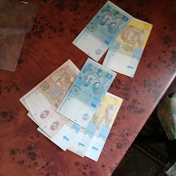 Отдается в дар «В коллекцию — банкноты Украины 1 и 5 гривен»