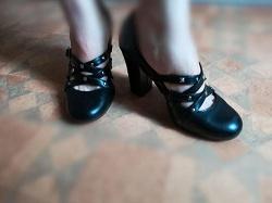 Отдается в дар «Туфли женские на высоком каблуке 37 размер»