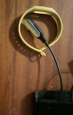 Отдается в дар «Фитнес-браслет Xiaomi Mi Band 1»