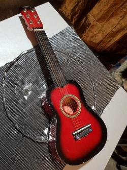Отдается в дар «гитара игрушечная»