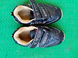Отдается в дар «спортивная обувь»