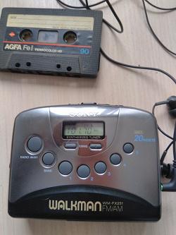 Отдается в дар «Плеер-радио Sony Walkman»