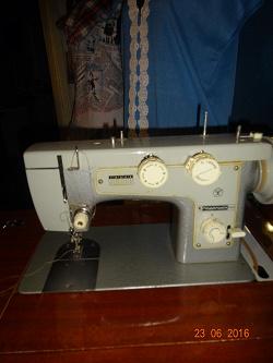 Отдается в дар «Швейная машина в тумбочке»