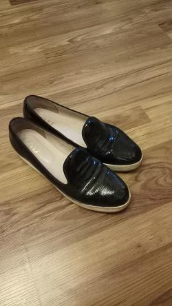 Отдается в дар «Туфли женские 42»