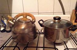 Отдается в дар «Чайник со свистком из нержавейки б/у, свисток работает»