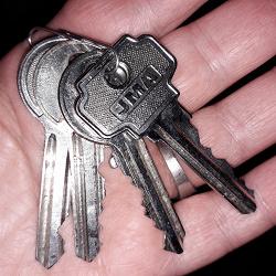 Отдается в дар «ключи 4 шт на ХМ»