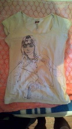 Отдается в дар «футболка с девушкой»
