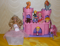 Отдается в дар «Куколки для девочки, замок, пони, обезьянка»