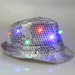 Отдается в дар «Праздничная шапка со светодиодами»