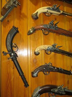 Отдается в дар «Сувенирный пистолет 18 века»