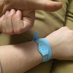 Отдается в дар «Часы Swatch светло-голубые»