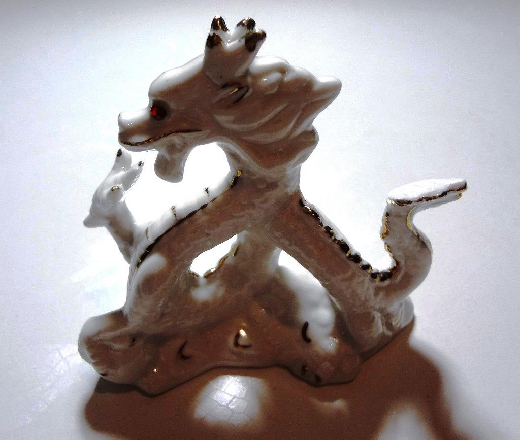 была советская фарфоровая фигурка дракона фото ударяться