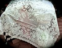 Отдается в дар Красивая ажурная виниловая скатерть на большой стол