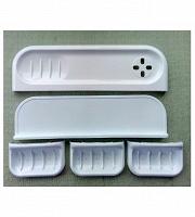 Отдается в дар Полочки для ванной (2) пластиковые + три настенные мыльницы