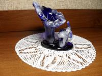 Отдается в дар Статуэтка, голубое стекло.