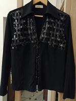 Отдается в дар Блуза черная с интересной отделкой