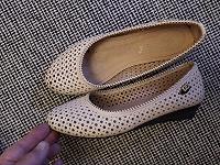 Отдается в дар летние туфли 36