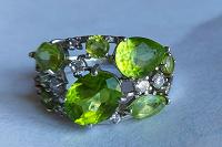 Отдается в дар Отдам серебряное кольцо с хризолитами.