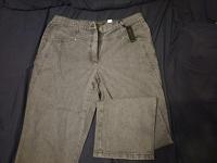 Отдается в дар Серые джинсы.50 размер