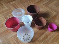 Отдается в дар Пластиковые горшки разных размеров.