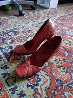 Отдается в дар и снова обувь…