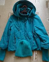 Отдается в дар Куртка женская р. 46 + шапка