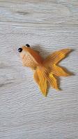 Отдается в дар Золотая рыбка из киндера 90х