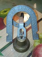 Отдается в дар Механический звонок-колокольчик на входную дверь.